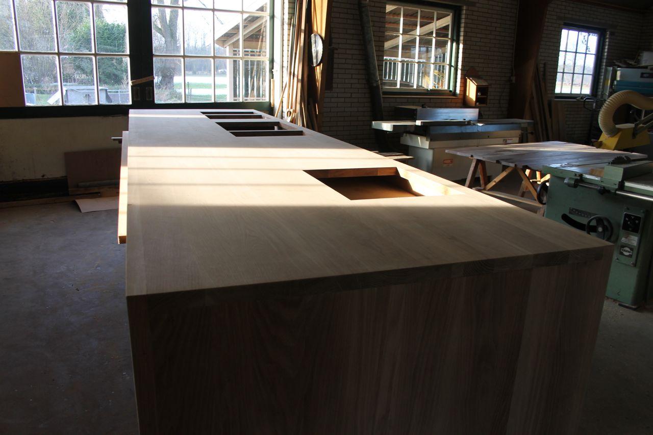 Keukeneilanden Ikea : Wit Ikea Keukeneiland Met Massief Houten Werkblad En Twee Planken