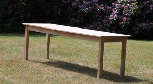 ranke tafel met 2 cm blad en 5x5 cm poten. Eiken uit Gelderland en Overijssel