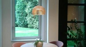 ronde tafel 95 cm van eiken met doorgestoken handgedraaide poten