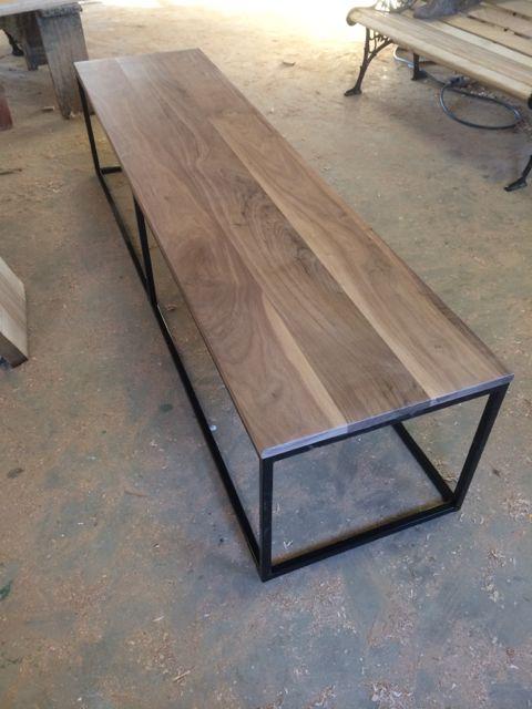 Bankje met ijzeren frame en massief hout blad   Kien met Hout