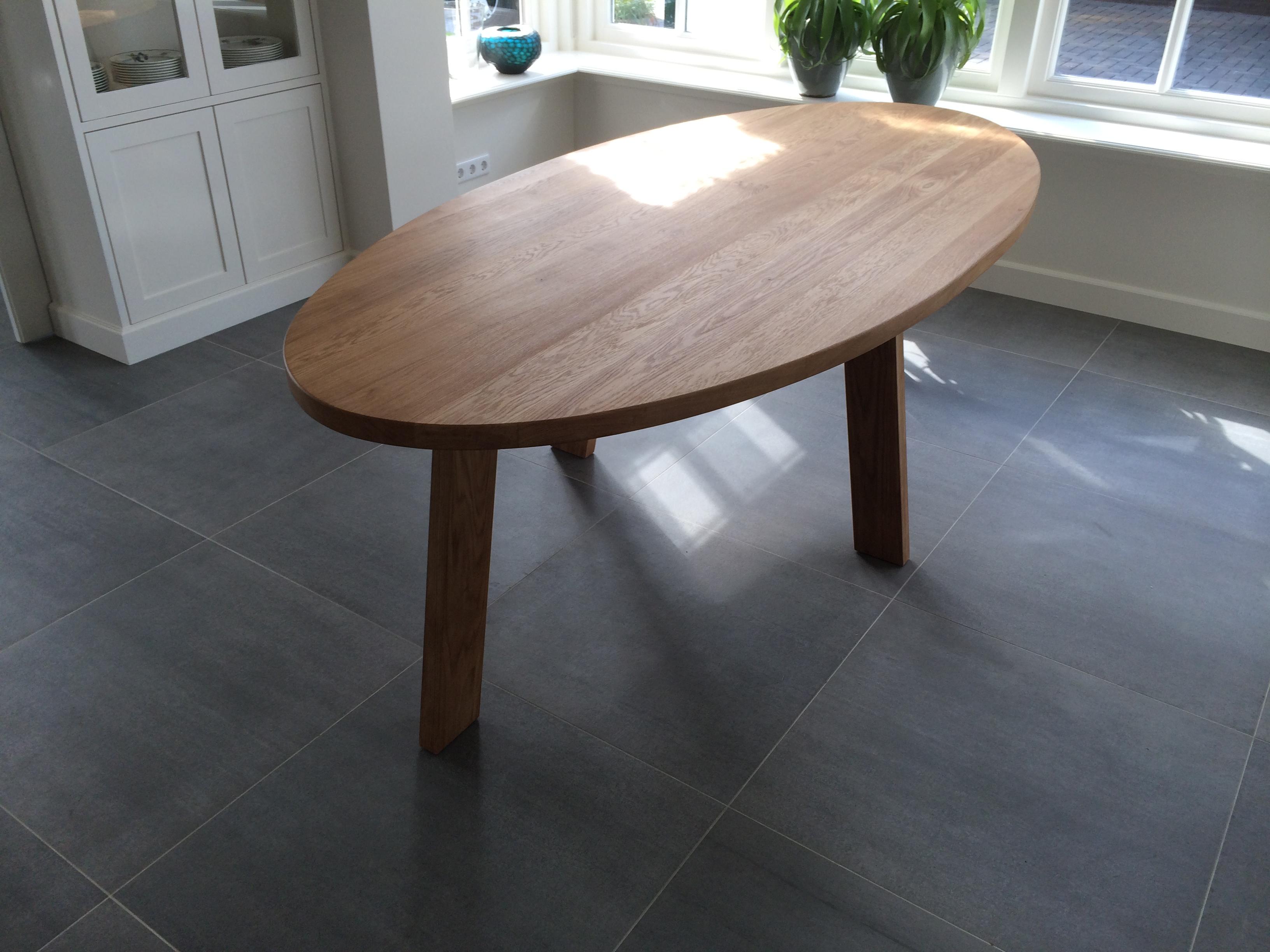 Ovalis kien met hout for Ovale tafel