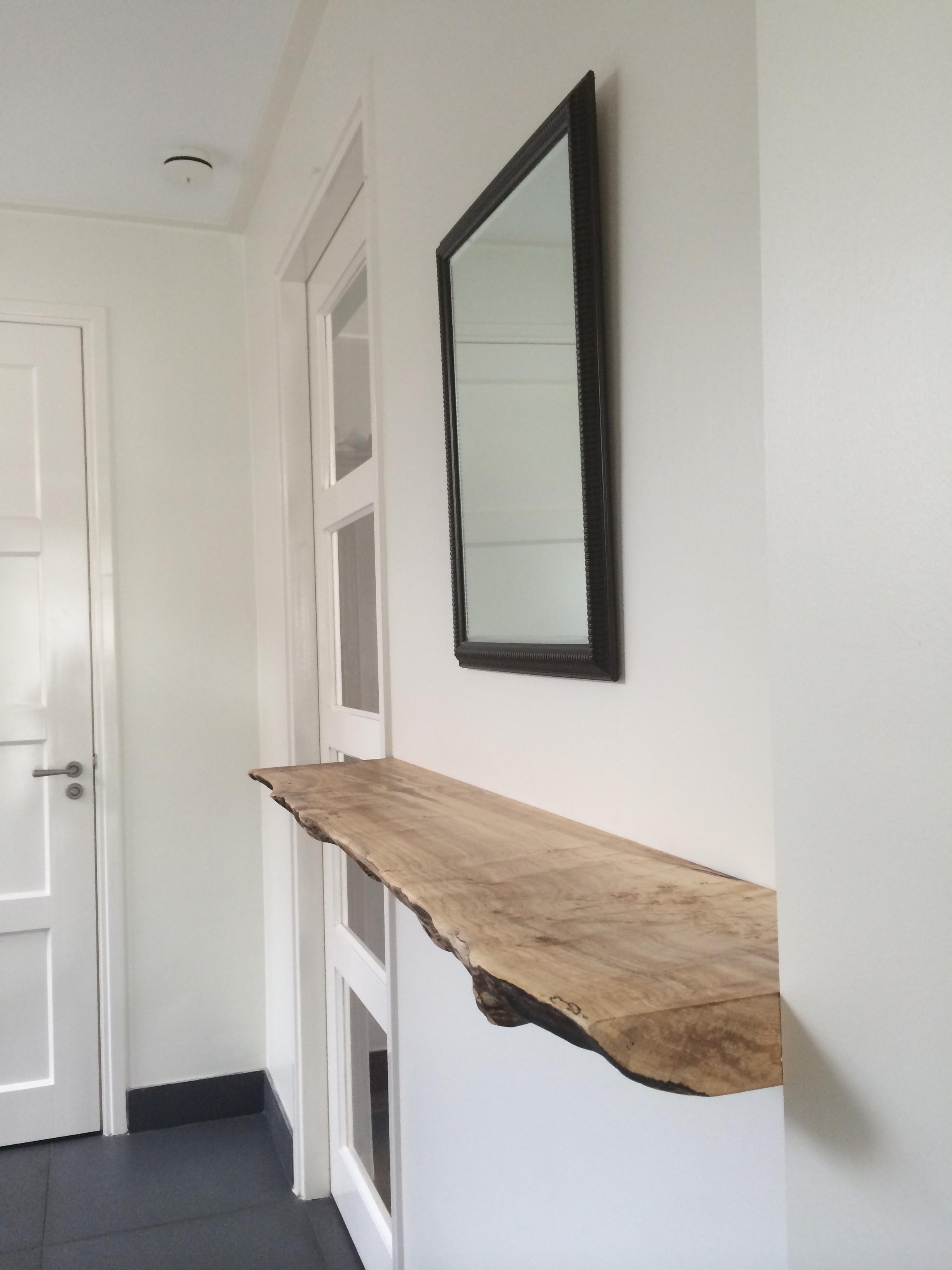 Zwevende boekenplank kien met hout - Muur plank onder tv ...