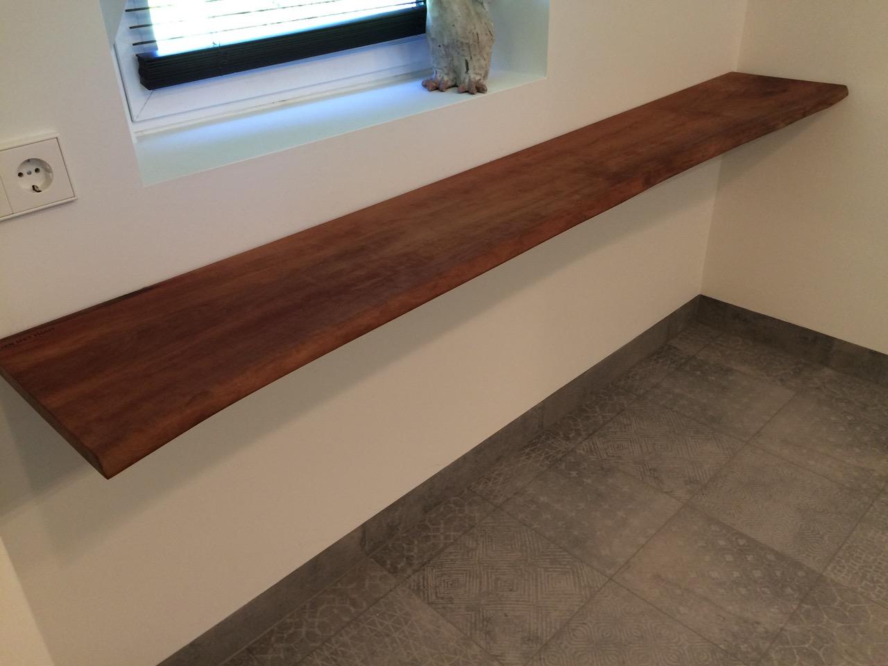 Zwevende boekenplank kien met hout for Zwevende plank karwei
